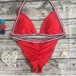 Фото Купальник раздельный бикини мягкая чашка с вкладышем плавки бразилиана красный 139-06-1