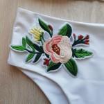 Фото Купальник раздельный  белый с вышивкой 136-17
