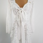 Фото Короткое платье из прошвы на длинный рукав 406-02