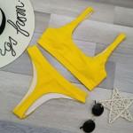 Фото Яркий раздельный купальник с топом жёлтый плавки стринги 130-217
